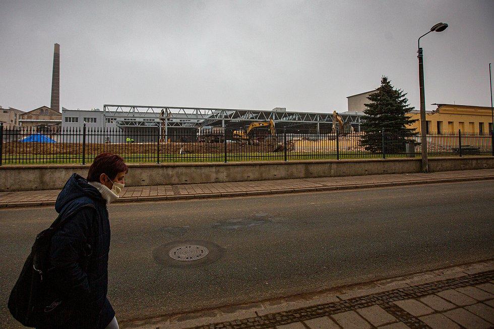 Demolice haly firmy Hauk, která v tomto roce vyhořela.