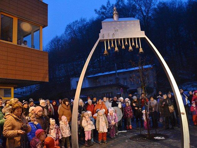 NOVÁ ZVONKOHRA na Karlově náměstí v Náchodě ruší zaměstnance OSSZ.