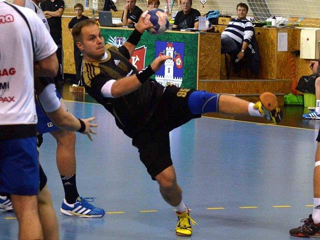 BÝVALÝ hráč Náchoda Jaroslav Dušek se vrací v dresu Strakonic na palubovku, kterou důvěrně zná.