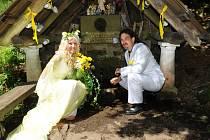 Skalákova studánka byla svědkem romantické svatby.