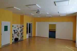 ZŠ Komenského se dočkala i úpravy elektroinstalace a vše bylo završeno novou výmalbou a výměnou podlahových krytin.