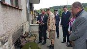 Další věnce pak položili účastníci pietních vzpomínek u památníku padlých vojáků Sovětské armády u staré celnice v Bělovsi.