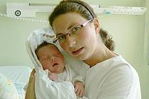 DANIEL ŠPLÍCHAL se narodil 17. 8. 2011 v 8:45 hodin s délkou 50 cm a váhou 3990 gramů. S rodiči Katkou a Davidem, a se sestřičkou Klaudií (2), bydlí v Machově.