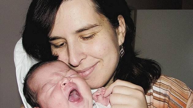 NORA HARBICHOVÁ se narodila 7. 12. v 17:07 hod. s délkou 51 cm a váhou 4360 g. S rodiči Petrem a Zdeňkou Harbichovými žije v Broumově.