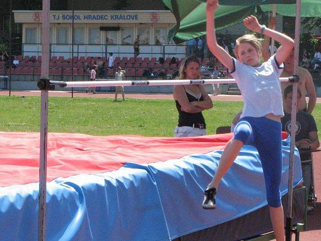 Martina Routková zdárně sekundovala ve finále na 60 m Loudové s Rouskovou a přidala osobní rekord ve skoku vysokém.
