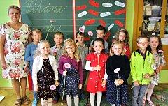 Žáci 1. třídy ze ZŠ a MŠ Česká Čermná s paní ředitelkou Libuší Prokopovou