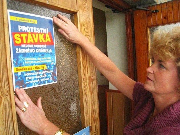 Mateřská škola Vítkova v Bělovsi se připojila ke stávce. Jak nám řekla ředitelka Blanka Posnarová, provozní zaměstnanci  v práci sice přítomni budou, avšak pracovat nebudou.
