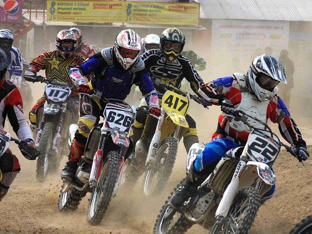 V ŽAMBERECKÉM kotli startuje zítra letošní seriál motokrosových závodů Nova Sharon Cup 2013.
