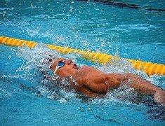 NA SLOVENSKU dosáhl náchodský plavec Pavel Janeček nejen na cenné kovy, ale i na solidní časy.