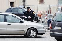 """STRÁŽNÍCI MĚSTSKÉ POLICIE v minulém týdnu pouze upozorňovali na špatné parkování a vše řešili domluvou. Nyní už doba """"hájení"""" skončila a na hříšníky čekají pokuty a botičky."""