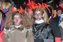 Pro žáky Základní školy z Velkého Poříčí byl poslední den prvního pololetí už tradičně zakončen na ledě hronovského zimního stadionu.