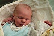 DOMINIK CHALUPNÍČEK z Broumova se narodil 8. ledna 2017, a to osm minut před 23. hodinou. Jeho míry byly 3400 g a 50 cm. Radují se z něho rodiče Lucie a Jiří i tříletá sestřička Nikol.