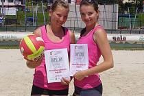 Dvojice Radka Vaněčková a Šárka Osobová se mezi beachvolejbalovými specialistkami neztratily a v MČR skončily náchodské dívky na konečné patnácté příčce.