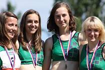 O vyrovnání krajského rekordu ve štafetě na 4x400 metrů se na táborském MČR dorostu a juniorů postaral čtyřlístek ve složení  Ulrichová, Drábková, Drábková a Rousková.