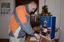 Novoroční přání si razítkem s PF 2012 označil i Josef Novák z Police nad Metují.