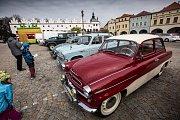 Zahájení turistické sezony v Novém Městě nad Metují provázela tradiční akce Brány města dokořán. V rámci akce se představil i Veteran klub KHV Metuje. Na zámku představily staré raritní vozy. Nechybely značky jako Jaguar, Mustang, Chavrolet, či Bulck z ro