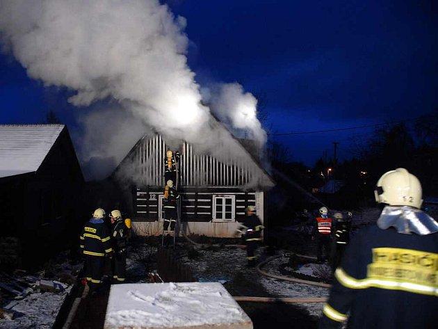 Požár chalupy v Borové.