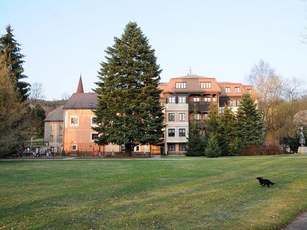 DOMOV ODPOČINKU ve stáří Justynka v Hronově poskytuje důstojné zázemí pro šedesát sedm seniorů už dvacet let.