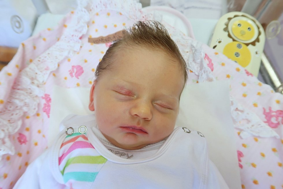 Valerie Vondrová z Velké Jesenice vykoukla na svět 20. října 2019 ve 23,30 hodin, vážila 3450 gramů a měřila 50 centimetrů. Z prvního děťátka mají radost maminka Lesja Vondra Shelemba a tatínek Martin Vondra.
