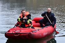 Akce kocourek: z ledového Labe ho zachraňovali hasiči a strážníci