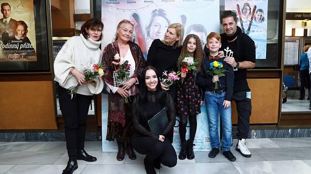 Kino Vesmír v Náchodě uvedlo předpremiéru nové české komedie Ženská na vrcholu.