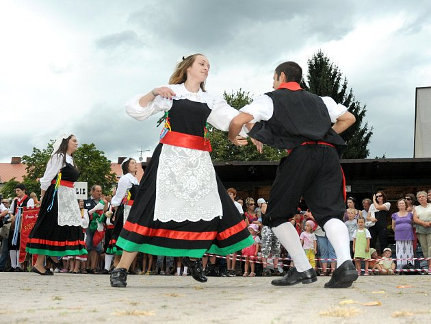 Folklorní festival v Červeném Kostelci.