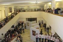 Galerii výtvarného umění v Náchodě zaplní návštěvníci, kteří si nenechají ujít  vernisáž 26. Náchodského výtvarného podzimu.