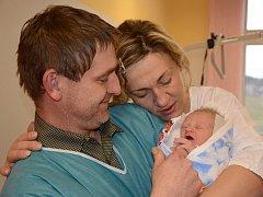 JAKUB MERTLÍK se narodil 4. ledna 2013 v 11:41 hodin s váhou 2845 gramů a délkou 48 centimetrů. S rodiči Gabrielou a Petrem mají domov v obci Chlívce.