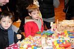 Po celou neděli, tradičně týden před adventem, ožil Čapkův sál a část hronovského náměstí velkými vánočními trhy.