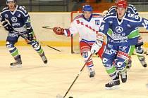 Středeční program Krajské hokejové ligy mužů přinesl vítězství Hronova v prestižním derby s Náchodem.