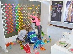 INTERAKTIVNÍ MUZEUM Pod čepicí nabízí chytrou zábavu pro děti i dospělé. Najdete ho v Hronově blízko náměstí.