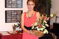 OCENĚNÁ PAVLA HAJPIŠLOVÁ, studentka současné septimy, je nejen reportérkou reportáží pro Českou televizi, ale také talentovanou moderátorkou významných kulturních akcí celého regionu.
