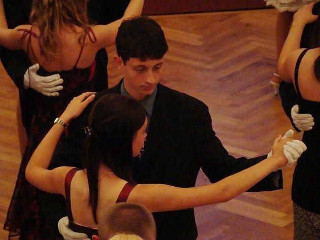 Taneční v Městském divadle Dr. Josefa Čížka v Náchodě.