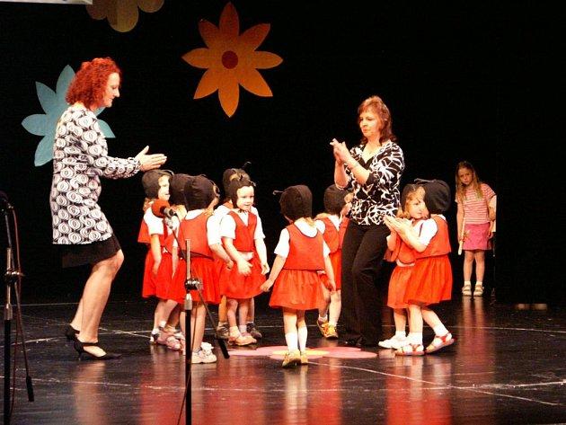Caparti si k šedesátinám Mateřské školky Náchodská v Červeném Kostelci připravili bohatý a pestrý program.