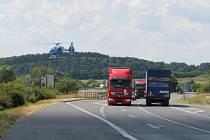Náchodští policisté se zaměřili na dopravu. Ke kontrole nad mezinárodní silnicí I/33 si přizvali policejní vrtulník.