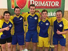 VÍTĚZSTVÍ ve vánočním turnaji oslavili hráči Wayne´s teamu, kteří ve finále udolali 2:1 obhájce loňského triumfu.