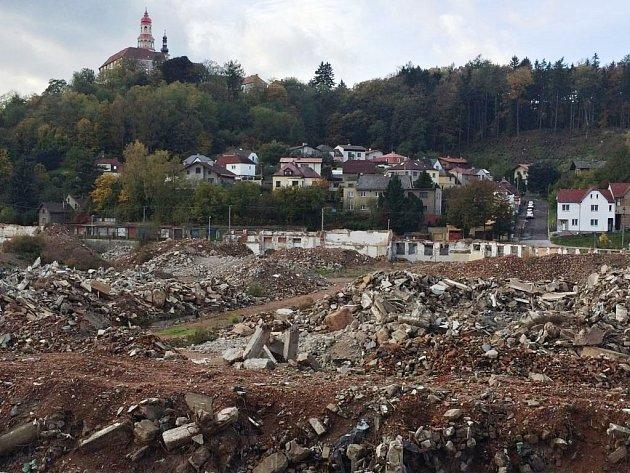 Místo po zbourané textilce Tepně.