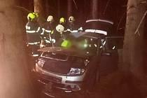 Dva zraněné vyprostili hasiči