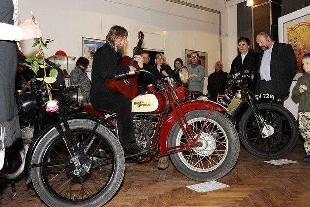 Výstava historických motocyklů v jaroměřském muzeu.