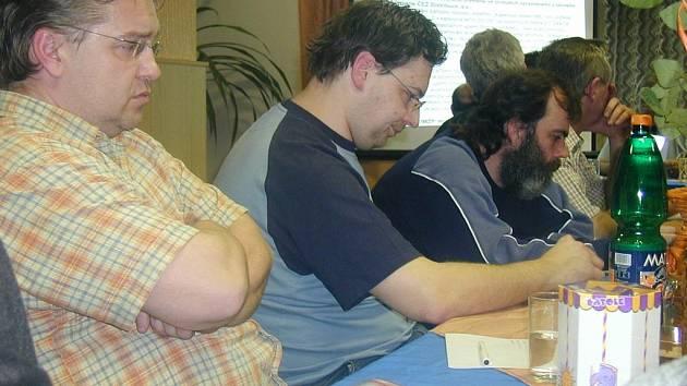 Jmenovitou evidenci hlasování, kterou navrhoval zastupitel Petr Scholz (třetí zleva), zastupitelé neschválili.