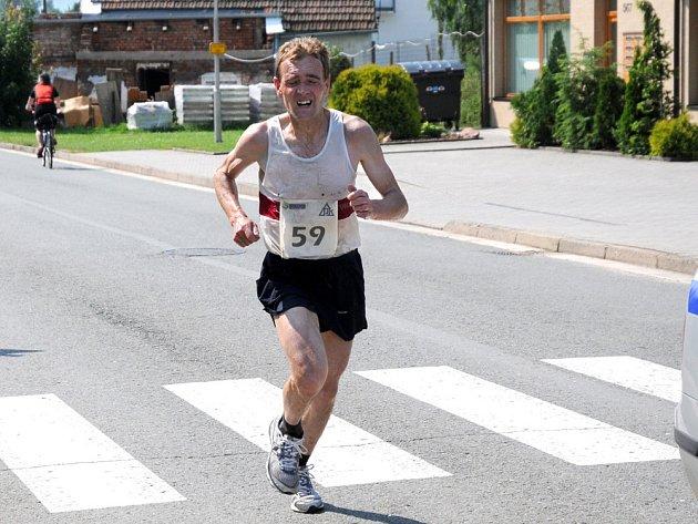 ČASEM patnáct vteřin pod čtyřicetiminutovou hranicí vyhrál Běh Kladským pomezím rychnovský Josef Pleskot.