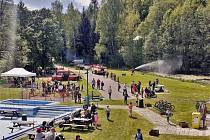 Den dětí oslavili kluci a holky spolu s hasiči.
