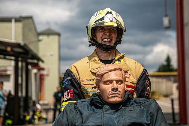 Soutěž onejtvrdšího hasiče mezi profesionály idobrovolníky se vúterý 20.července odehrála na požární stanici HZS Královéhradeckého kraje ve Velkém Poříčí.