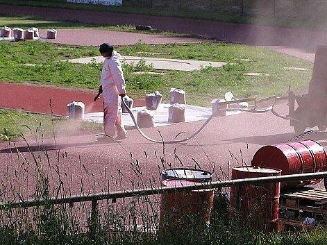 Stavební práce, které se prováděly na novoměstském atletickém stadiónu generála Klapálka. Na snímku budování nové plochy.