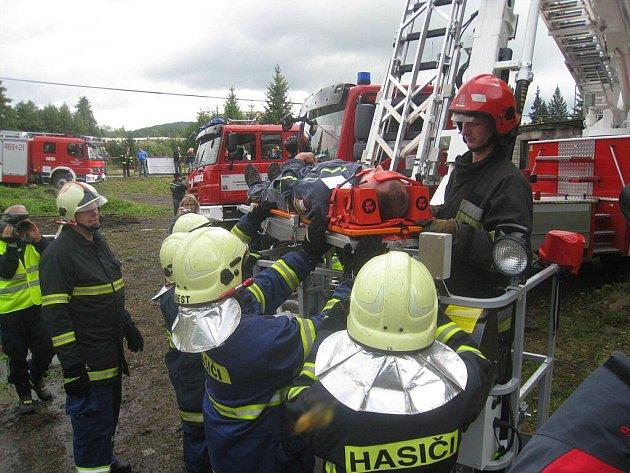 """""""Stěnava 2011 – povodeň Broumovsko"""" bylo cvičení, kterého se zúčastnily téměř dvě stovky českých a polských hasičů."""
