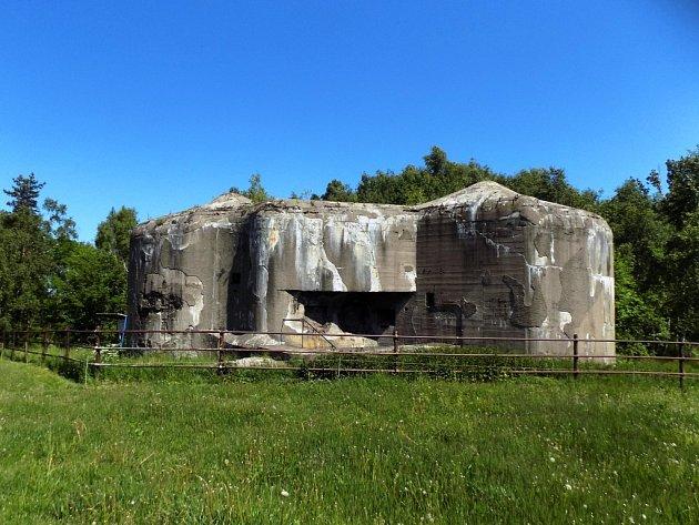 Jeden pozemek je zcela zastavěn stavbou pevnostního objektu N – S 73 Jeřáb.