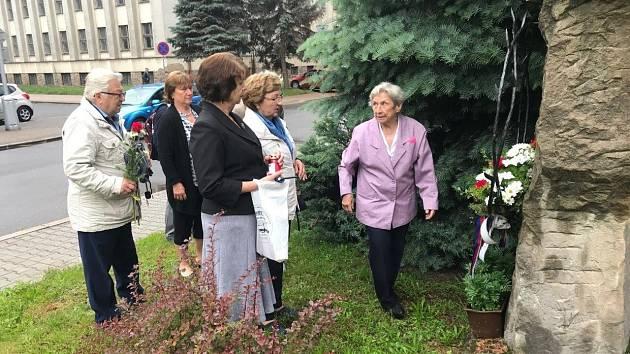 Uctění památky obětí komunismu v Náchodě.
