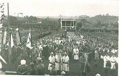PRVNÍ ŽUPNÍ SLET se v Novém Hrádku na Náchodsku konal už 23. června 1929 a tamní sokolové se nebáli uspořádat ho jako jediní v republice také  v roce 1939.