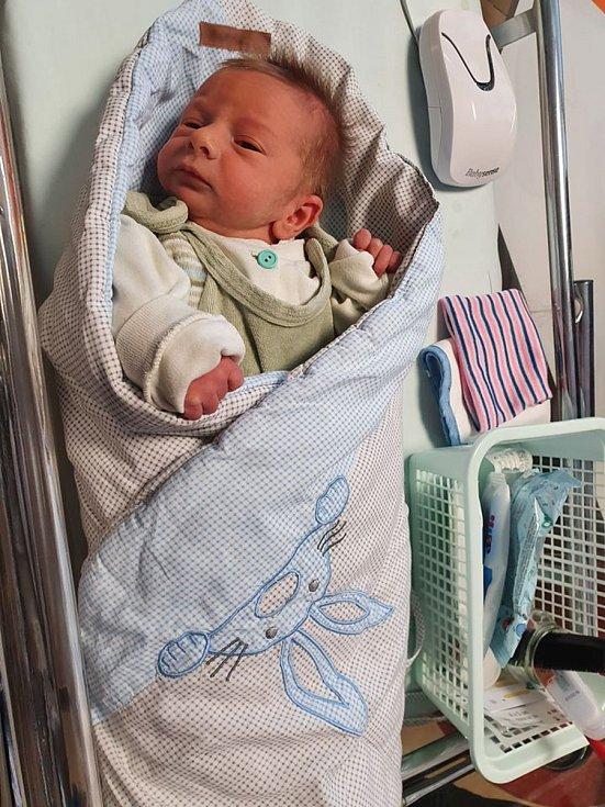 Vincent je prvním náchodským občánkem. Narodil se 4. ledna 2020 hodinu před polednem, vážil 2580 g a měřil 45 cm. Maminku navštívili ještě v porodnici představitelé města a kromě květiny jí předali také dárkový poukaz k nákupu výbavy pro miminko.