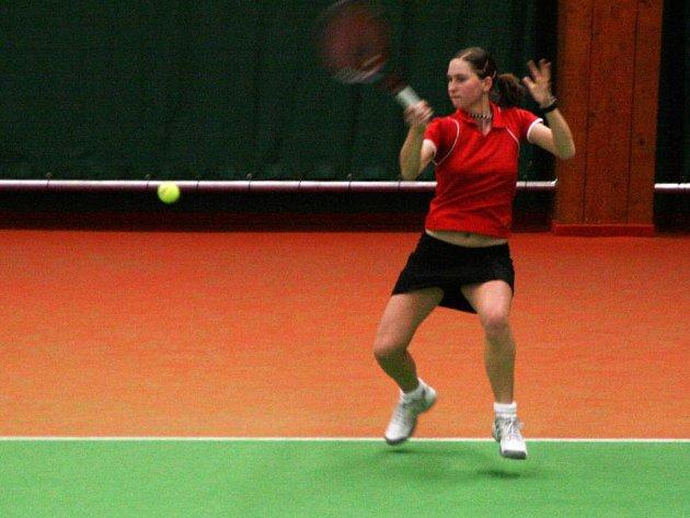 Novoměstská tenistka Barbora Krtičková došla na Karsit cupu až do finále dvouhry, kde nestačila na Karolínu Plíškovou.